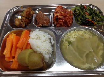 Dumpling egg drop soup, chicken drumsticks, peppers with ssamjang, rice, kimchi, golden kiwi, greens